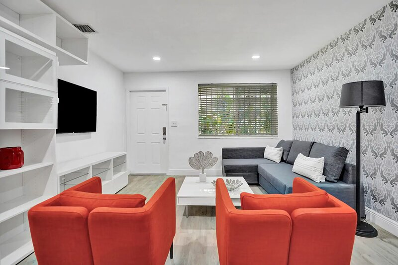 LUXE 2BR/1BATH, MIAMI, FREE PARKING, SANITIZED (24HR GAPS) W/ GARDEN/BBQ, location de vacances à Miami Shores