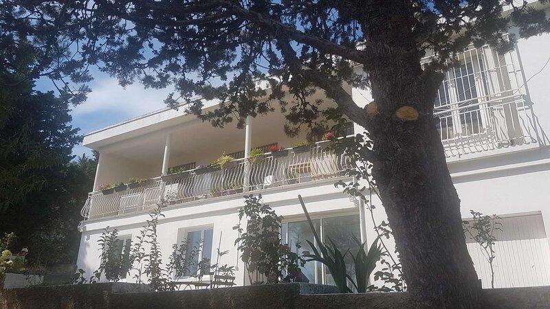 Bas de villa neuf à 5 min de Cassis, holiday rental in Carnoux-en-Provence