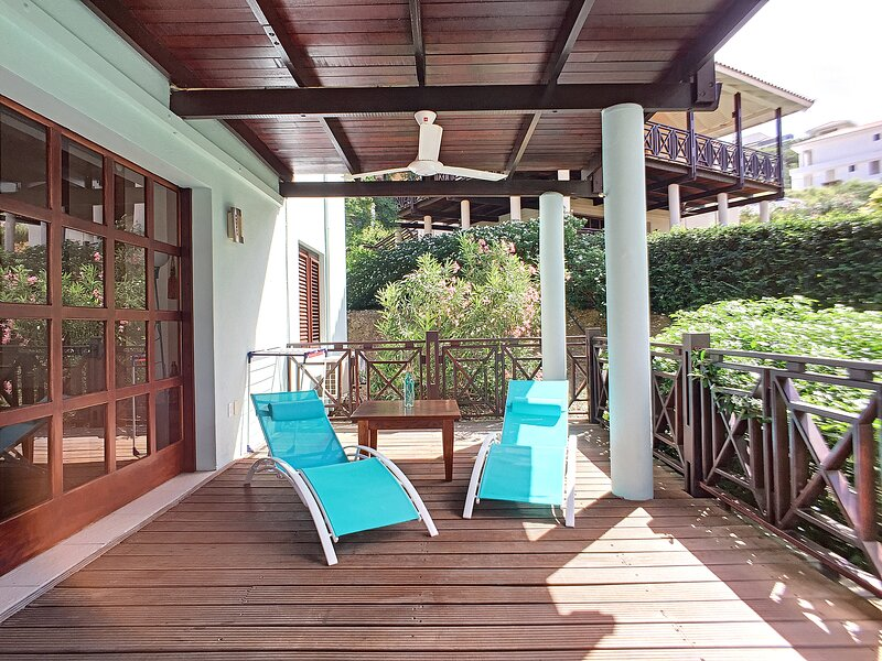 Villa Kas Abou - Cool and Breezy 3BR Villa Near Blue Bay Beach, vacation rental in Dorp Sint Michiel
