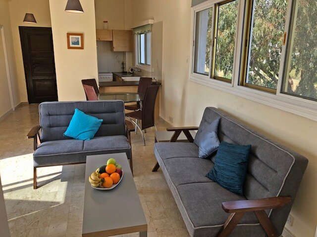 Sea view apartment within 150 m from sandy beach – semesterbostad i Livadia