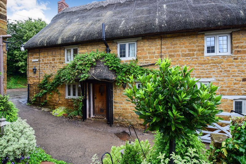 Suncroft, Shotteswell, Cotswolds - sleeps 8 guests  in 3 bedrooms, holiday rental in Kineton