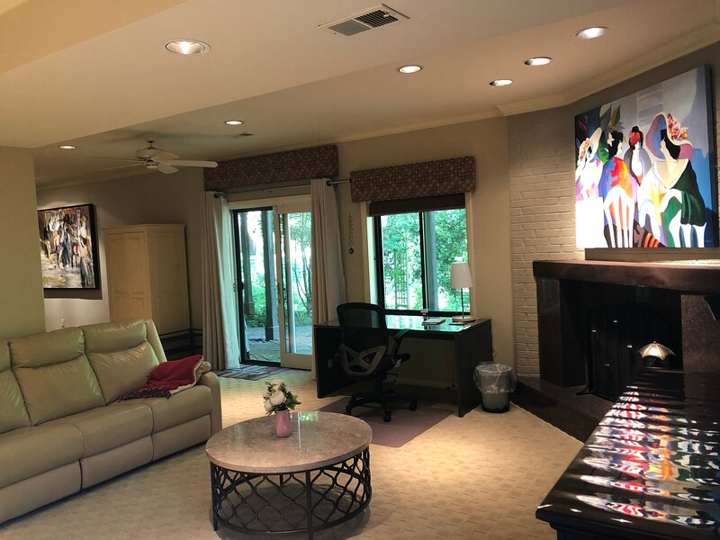 Mclean Private Entrance Suite w/King Bed Laundry & Kitchen 1000 Sqft LUX Living, alquiler vacacional en Fairfax