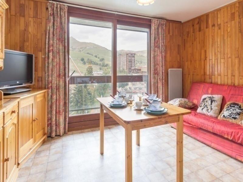 TRES BIEN SITUE APPARTEMENT VUE PISCINE ET FRONT DE NEIGE, vacation rental in Le Corbier