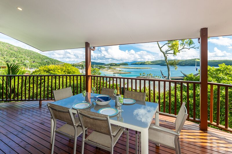 Casuarina 18 Ocean View Spacious Central Location, alquiler vacacional en Shute Harbour