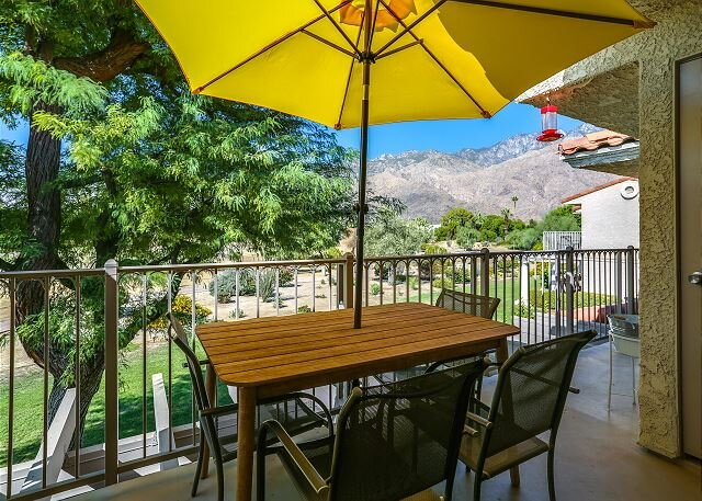 Your Palm Springs Getaway! Condo Near Downtown, holiday rental in Palm Springs