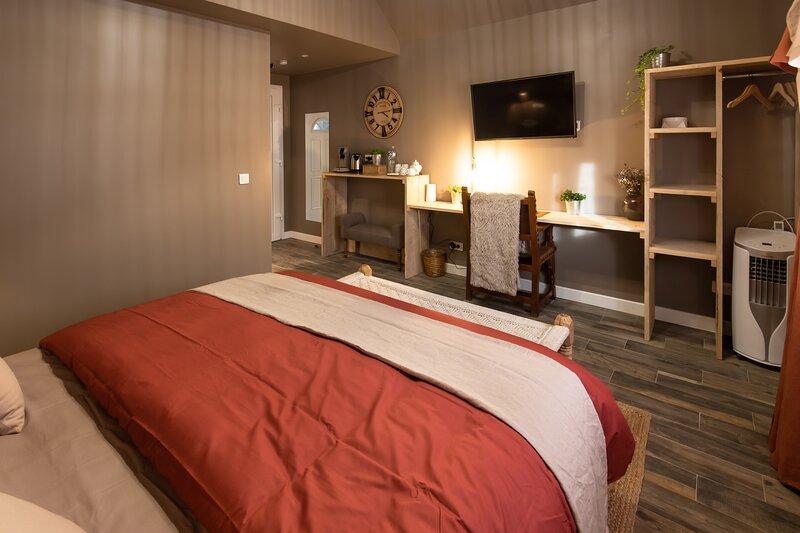 ***J&J Accommodation - J&J Room - Hébergement d'exception prés de Provins***, holiday rental in Sainte-Colombe
