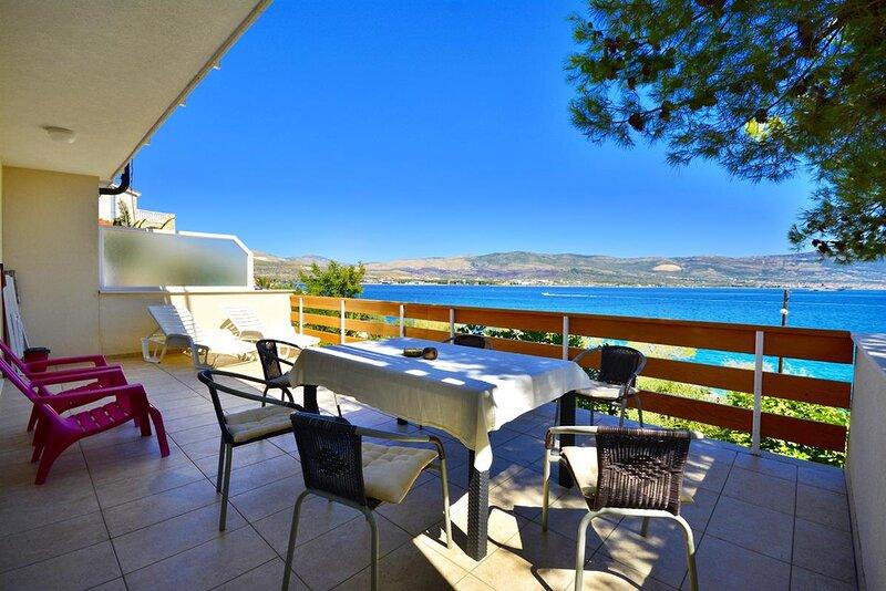 Villa Bua, Apartment 4+2, alquiler de vacaciones en Arbanija