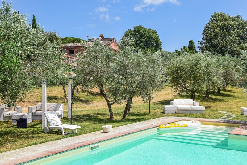 House with private pool & garden, air conditioning at 6km from Lucignano., holiday rental in Lucignano