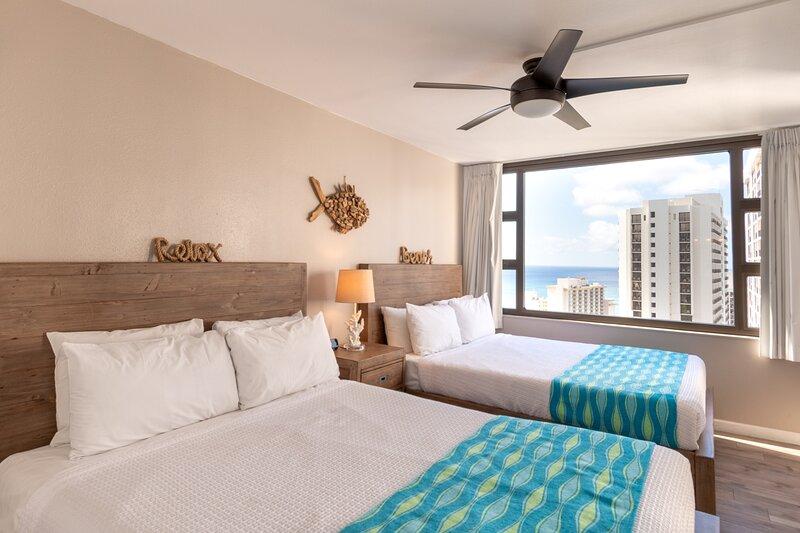 Deluxe 32nd Floor Condo - Gorgeous Ocean Views, Free Wifi & Parking!, holiday rental in Kahala
