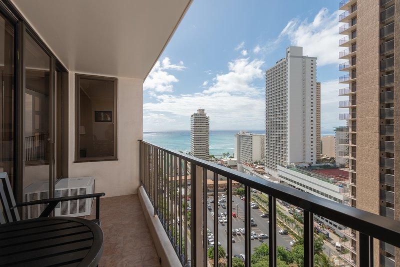 High Level Waikiki Condo - Enjoy Ocean Views From Your Private Lanai!, holiday rental in Kahala