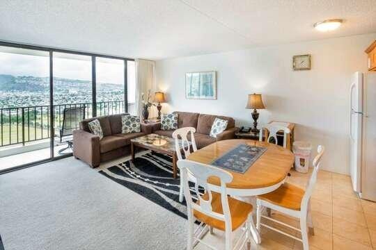 33rd Floor Mountain View Condo Near Waikiki Beach, location de vacances à Kahala