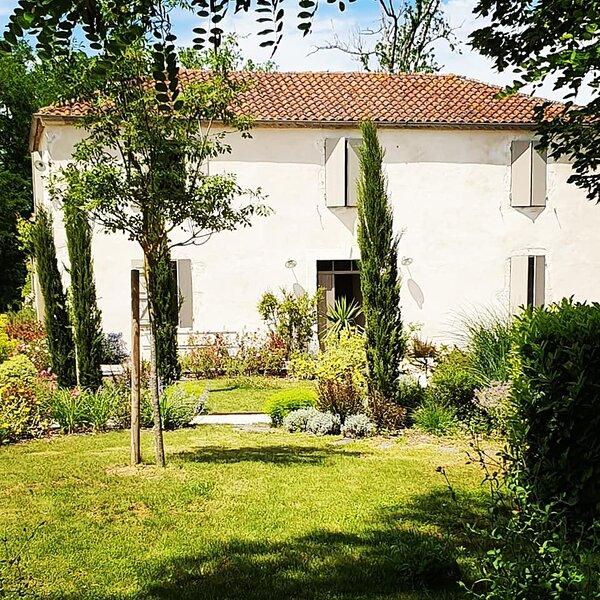 Lassenat éco-maison d'hôtes en Gascogne, aluguéis de temporada em Vic-Fezensac