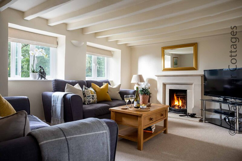 Weir Cottage is a lovely Cotswold stone cottage, in Bourton-on-the-Water, vacation rental in Little Rissington