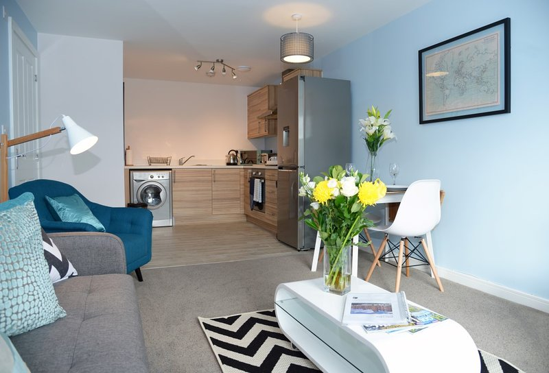 ❤ Perfect for STAYCATION! ❤ Central Wrexham, Ferienwohnung in Ruabon