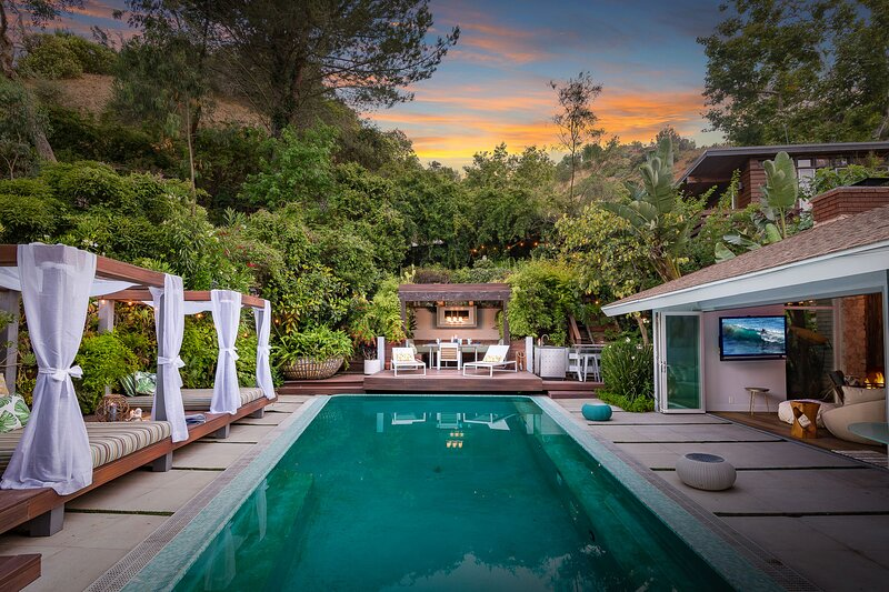 Bali Inspired Hollywood Treasure w/Pool & Gardens, holiday rental in West Hollywood