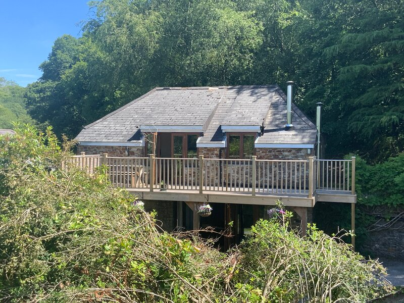 Gamekeepers Lodge, S.Devon - Charming hunting lodge in magical private location – semesterbostad i Loddiswell
