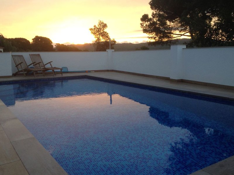 Beautiful 4 Bed Villa, Private Pool, Breathtaking Panoramic Views, WiFi, location de vacances à Pals