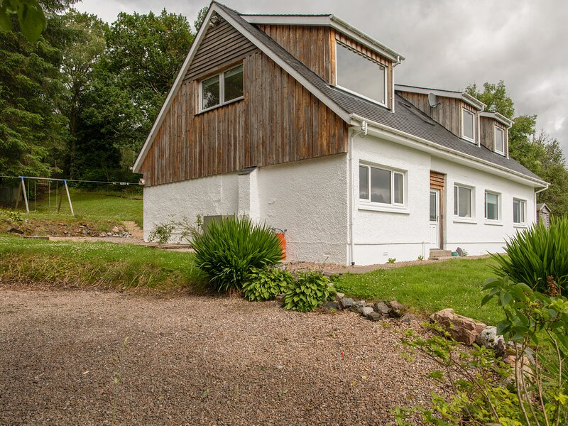 OAK COTTAGE, en-suites, WiFi, Fort William 4 miles, Ferienwohnung in Fort William