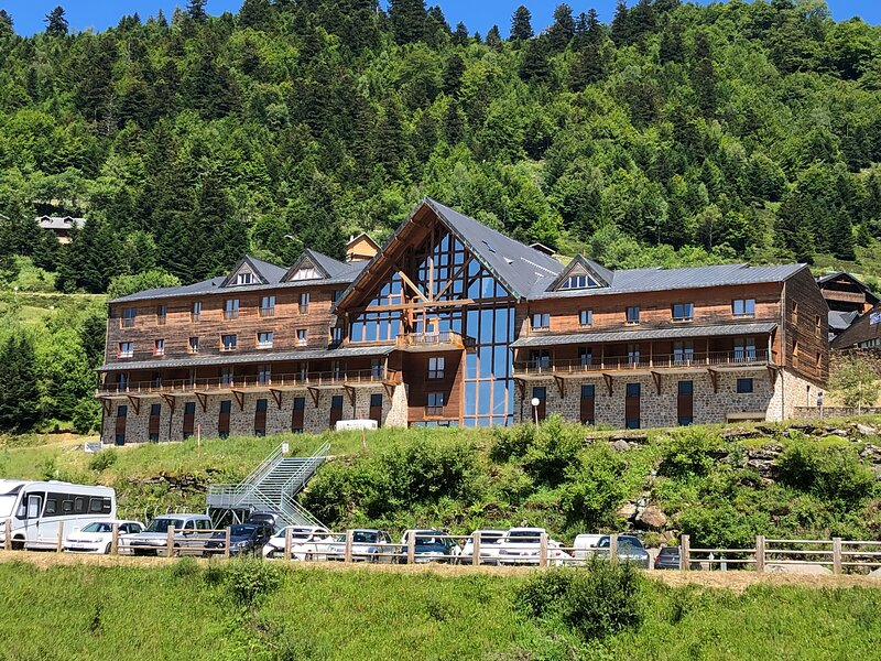 Appartement 04 personnes aux pieds des pistes, Ariège, holiday rental in Guzet Neige