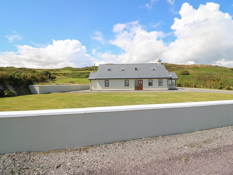Dooneen, Castletownshend, County Cork, vacation rental in Glandore