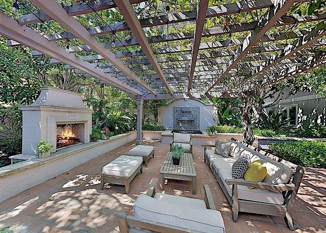 All-Suite Montecito Retreat w/ Private Spa: Walk to Beach & Four Seasons, holiday rental in Montecito
