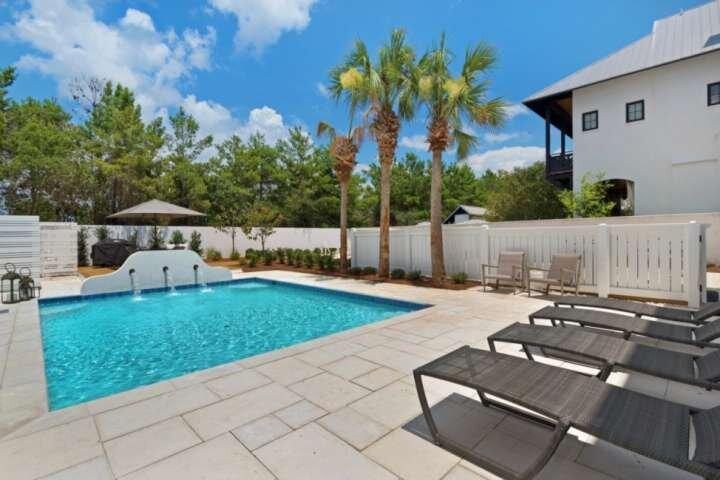 Luxurious Rosemary Beach Home/*Heated Private Pool/4 Free Bikes/Short Walk to Ro, holiday rental in Rosemary Beach