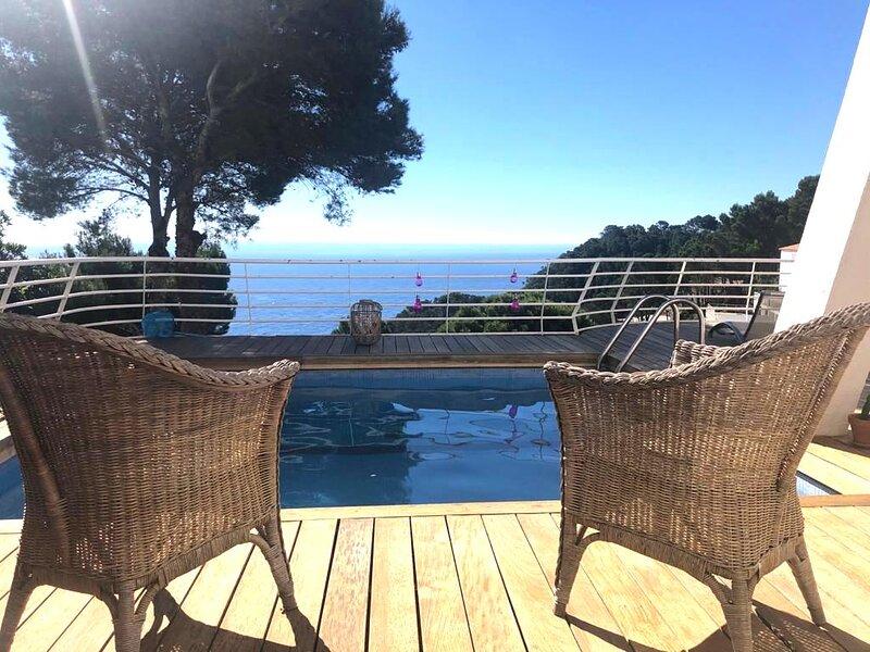 Casa adosada con piscina privada y espectacular vistas al mar, para 6 perso, location de vacances à Bégur