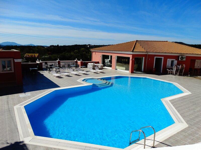 Corfu Poolside Paradiso-Fully Equipped Retreat, aluguéis de temporada em Agios Markos