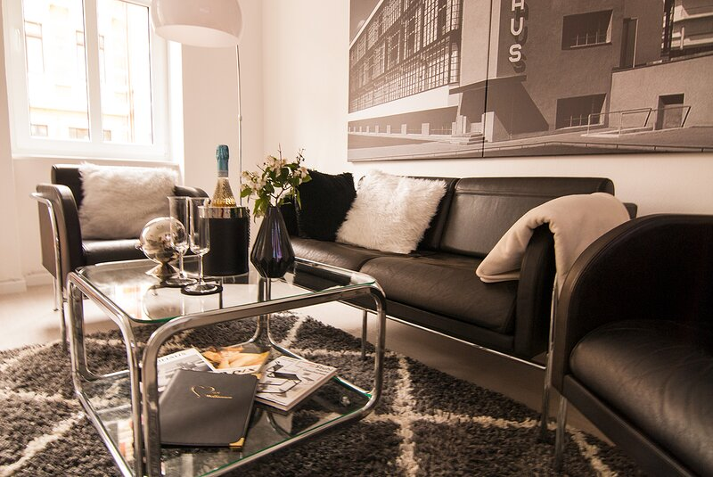 1920s Bauhaus Style Design Apartment with Garden, location de vacances à Stadtroda