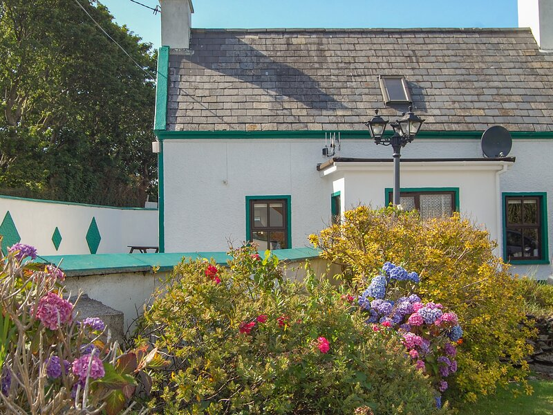 NANA'S HOUSE family-friendly, sea views in Allihies Ref 13491, holiday rental in Castletownbere