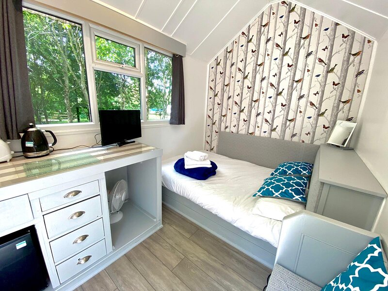 Treehouse Hobby Near Longleat And Bath, holiday rental in Erlestoke