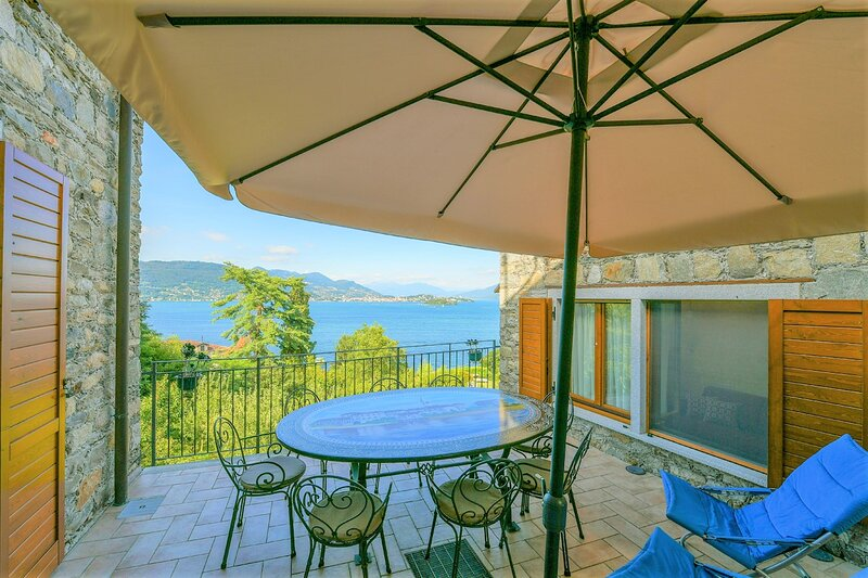 Lulù stone house avec wonderful view of the lake in Roncaro Baveno, vacation rental in Campino
