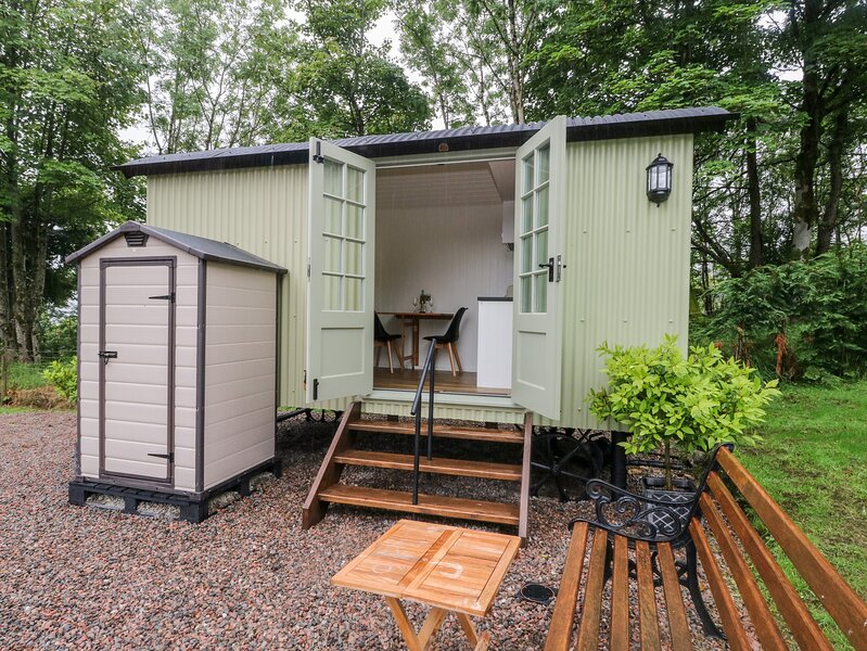 Shepherd's Hut, Scotstown near Strontian, vacation rental in Acharacle