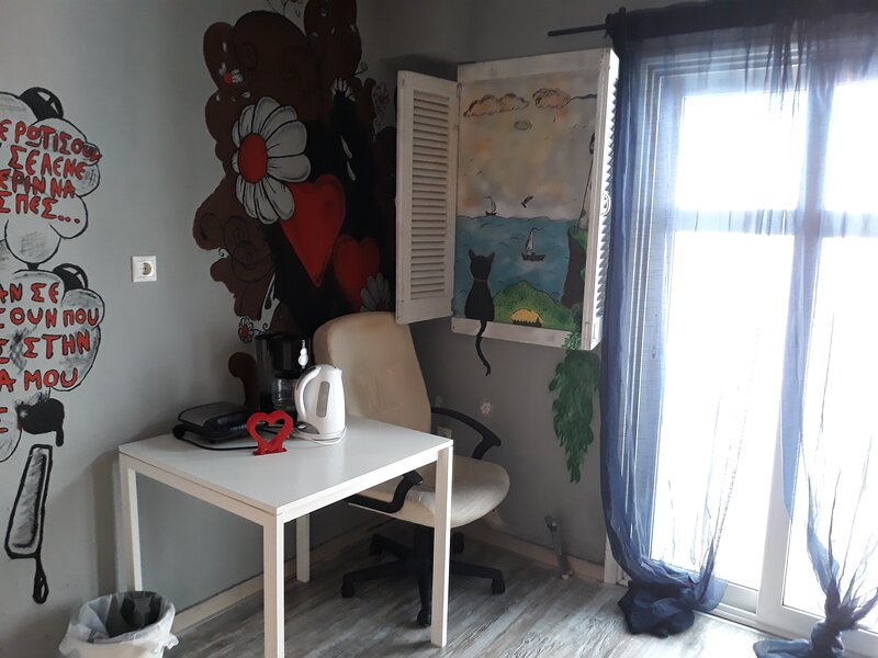 The bohemian studio by the center, holiday rental in Triandria