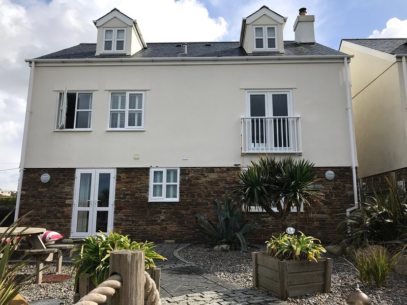 Bay House Luxury Beach Side Detached 5 Bed-roomed  Porthcothan Bay Cornwall, Ferienwohnung in Porthcothan