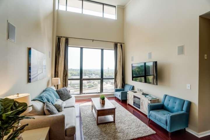 Luxury Uptown Penthouse - Rooftop Terrace - Garage Parking - Amazing City View -, vacation rental in Derita