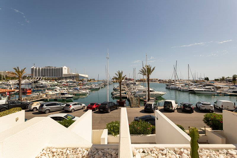 SV12 - Prestigious TWO bedrooms apartment with Vilamoura marina view, alquiler vacacional en Faro District