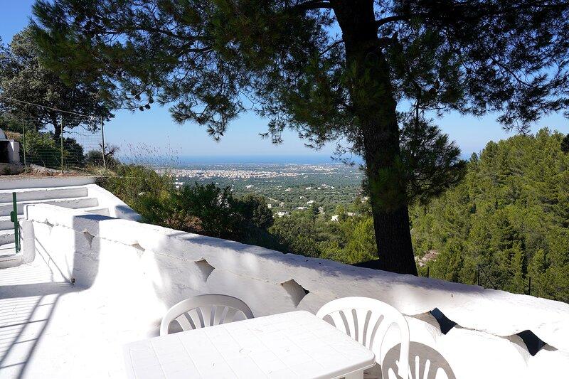 Casale con terrazzo privato e vista panoramica, holiday rental in Pezze di Greco