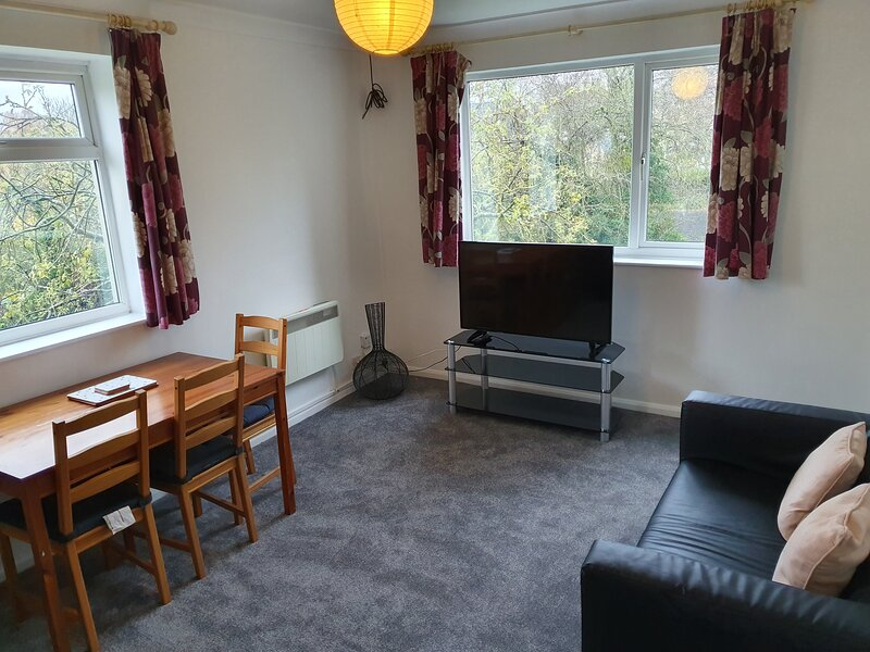 2 bedroom gem close to Cheltenham station, vacation rental in Little Witcombe