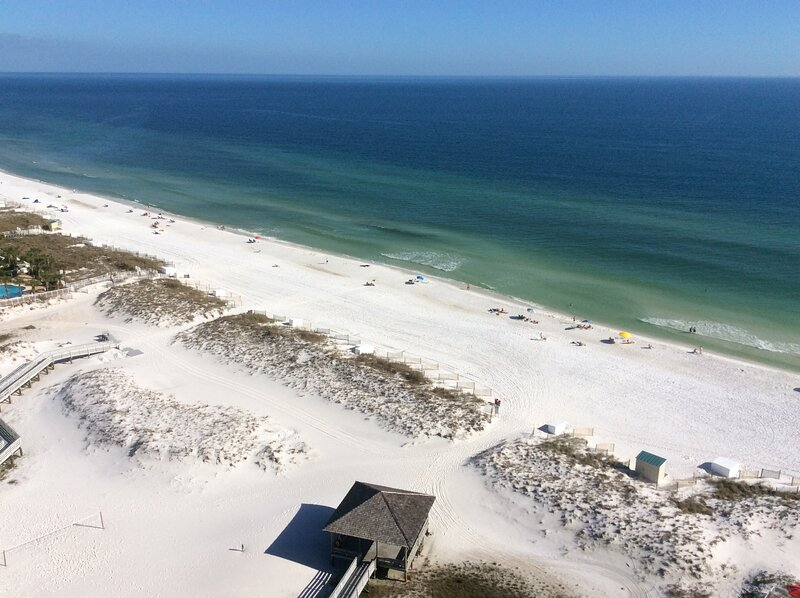 Penthouse Views from Gulf front Pelican Beach Resort with Gulf front Pool, location de vacances à Destin