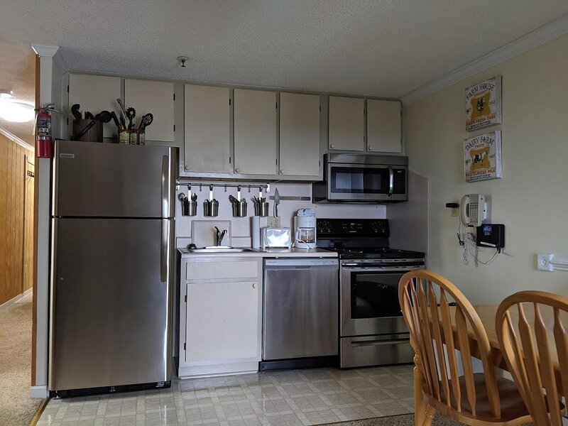 COVID -19 Ready. Mountain Biking outside condo. Portable AC *384, holiday rental in Monterey