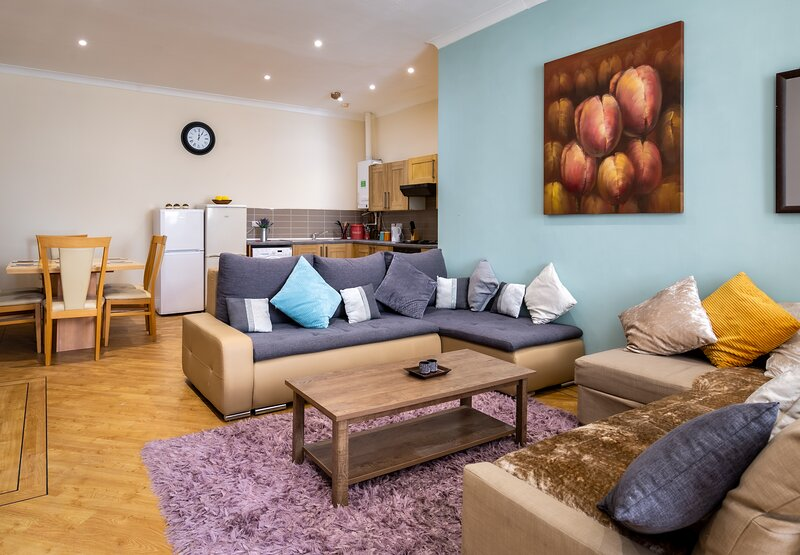 Newcastle City Centre Super Spacious Apartment, holiday rental in Newcastle upon Tyne
