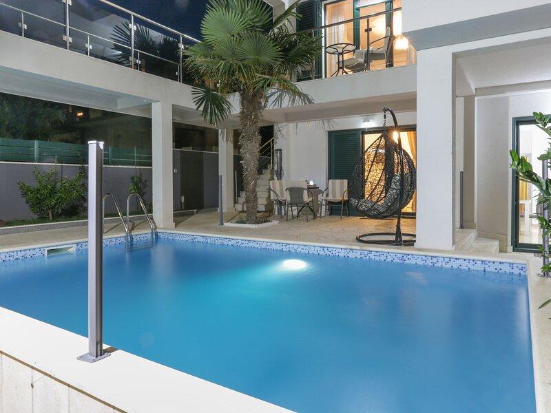Poolincluded Villa Santa Maria, casa vacanza a Kastel Stafilic