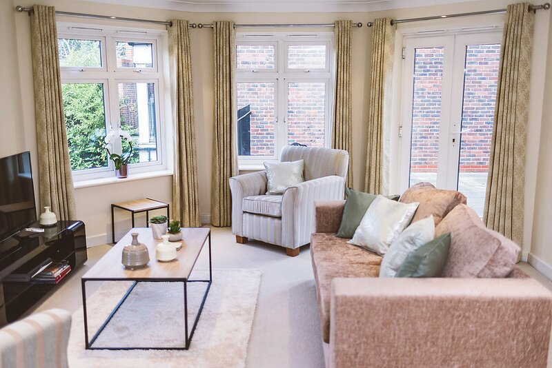 ❤ STAYCATION ❤ Private Apartment With Parking - Central Leatherhead, location de vacances à Ewell