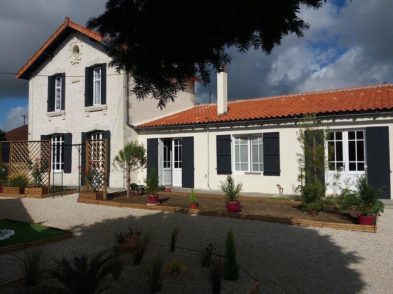 Chambres et Table d'Hôtes 'Le Clos des Passiflores', holiday rental in Saint Seurin de Palenne