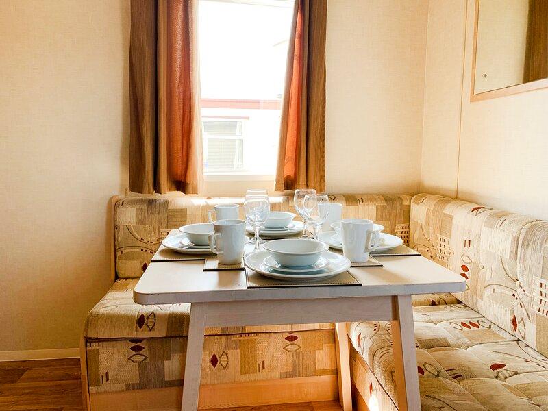 Beautiful 3-Bedroom Caravan at Mersea Island, location de vacances à Mersea Island