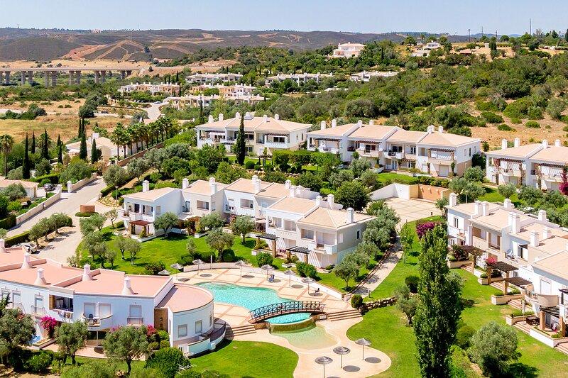 Villa | Wi-Fi | A/C | Shared Pool [RVDRJ], location de vacances à Poio
