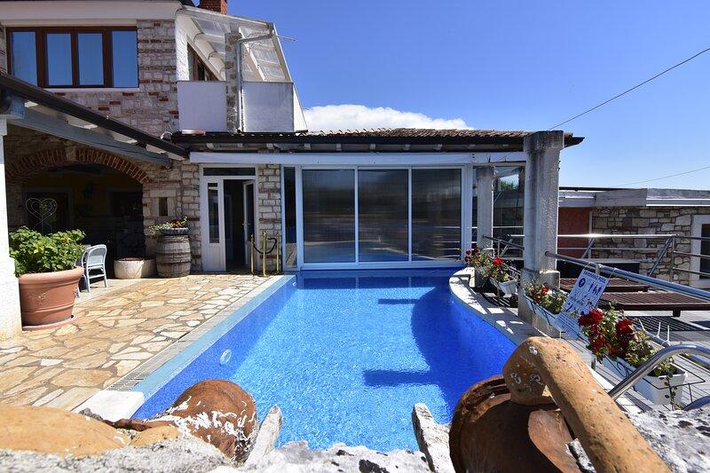 Appartamento studio2 Umag-Savudrija con piscina Wi-Fi zona prendisole, vacation rental in Kanegra