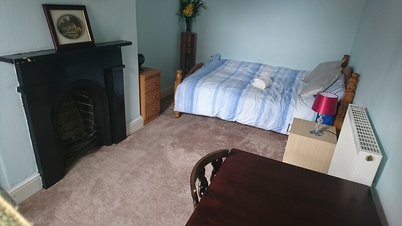 Convenient Budget Rooms in Barrow in Furness Close to Lake District And BAE, location de vacances à Newton in Furness