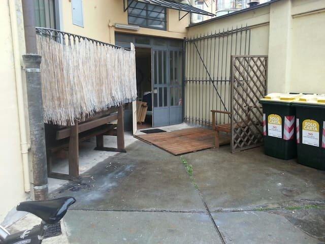 Mini loft, Crocetta, monolocale pressi Politecnico e centro città, p.terra, holiday rental in Villar Pellice